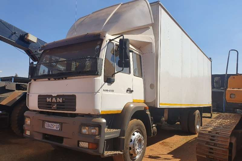 MAN Truck Closed body M2000 2006