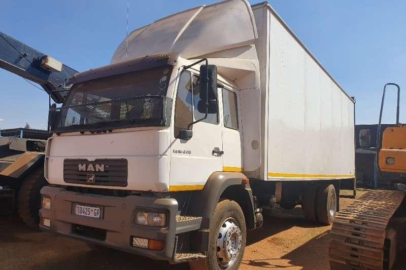 MAN Truck Closed body M2000 (8t) + Taillift 2006