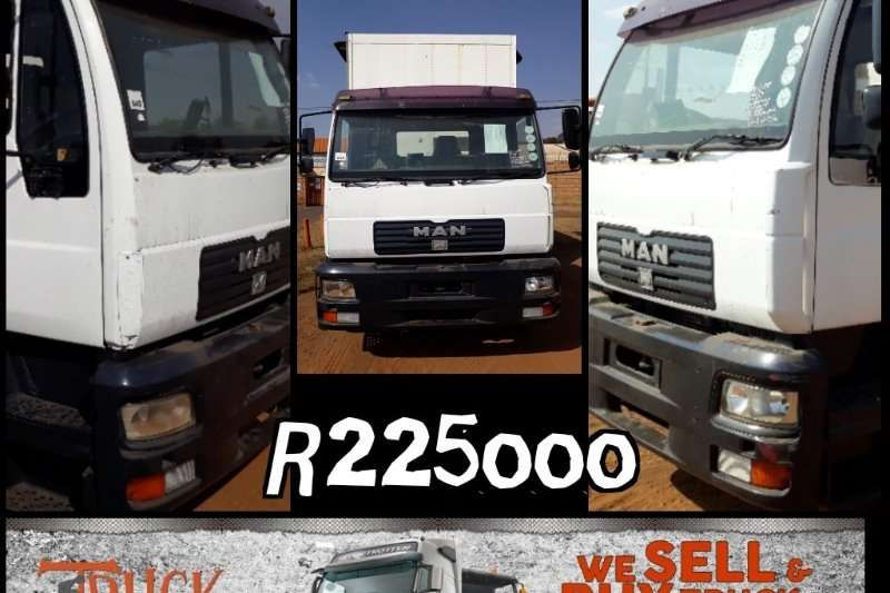 MAN Curtain side MAN 18.224 tag axle Taut liner Truck