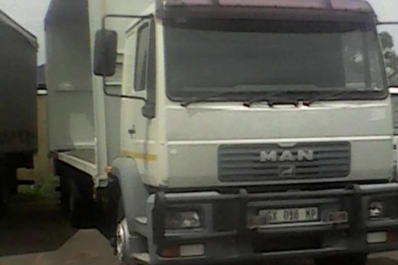 MAN Truck Curtain side MAN 8T Curtain Body 2004
