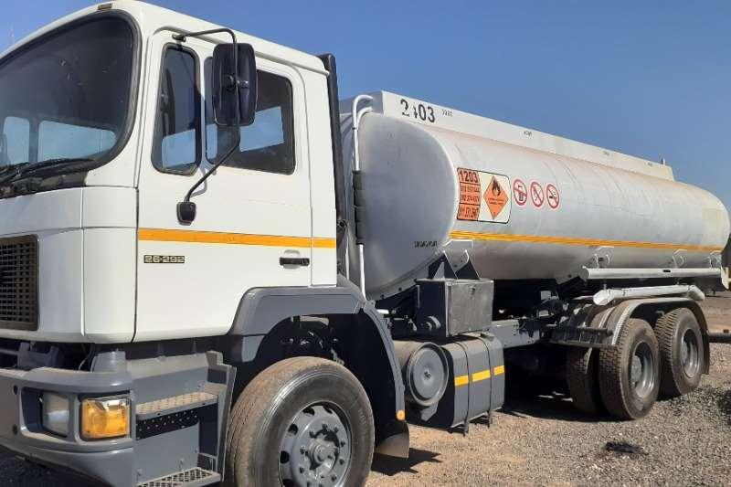 MAN Truck Diesel tanker MAN F90 26:292 16000L Fuel Tanker 1991