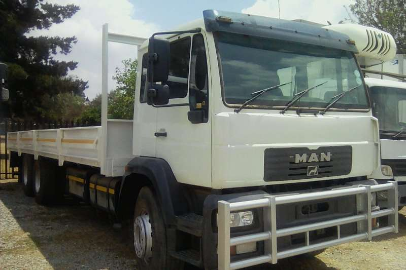 MAN Truck Dropside 25 280 6×2 tag axle long wheel base fitted with a 2006
