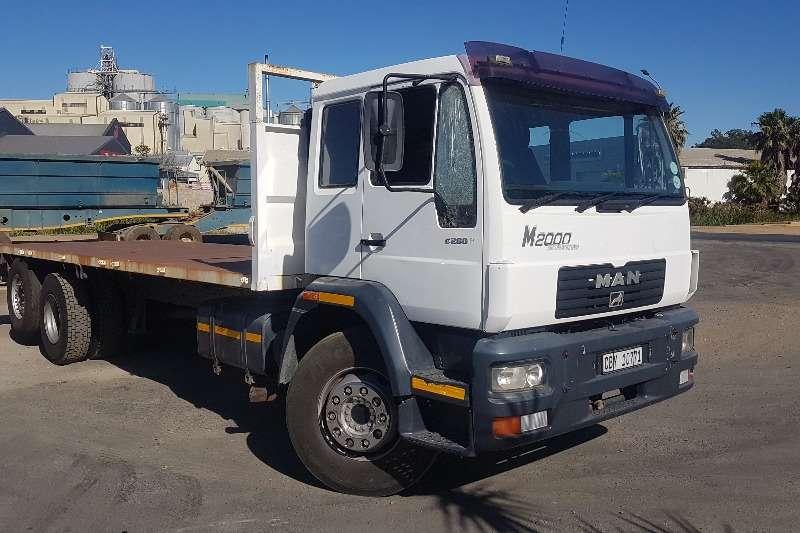 MAN Truck Flat deck MAN M2000 25.284 2002