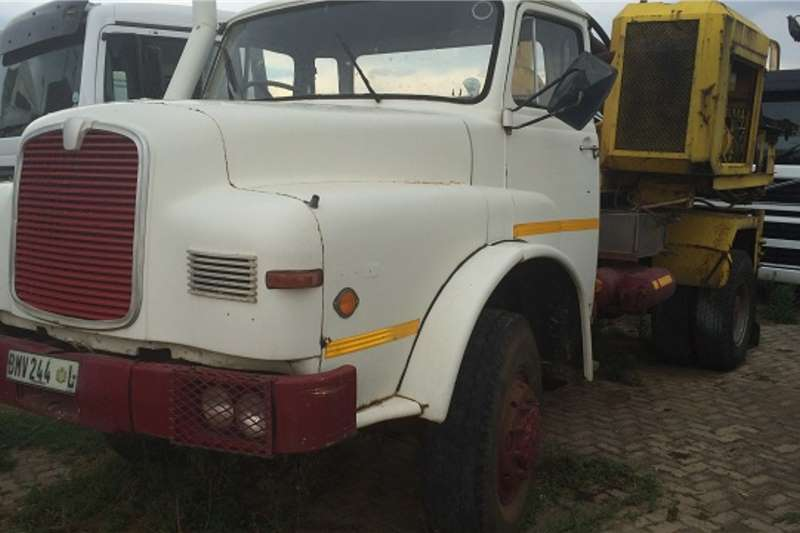 MAN Truck Tipping body 16 240 4X4 1983