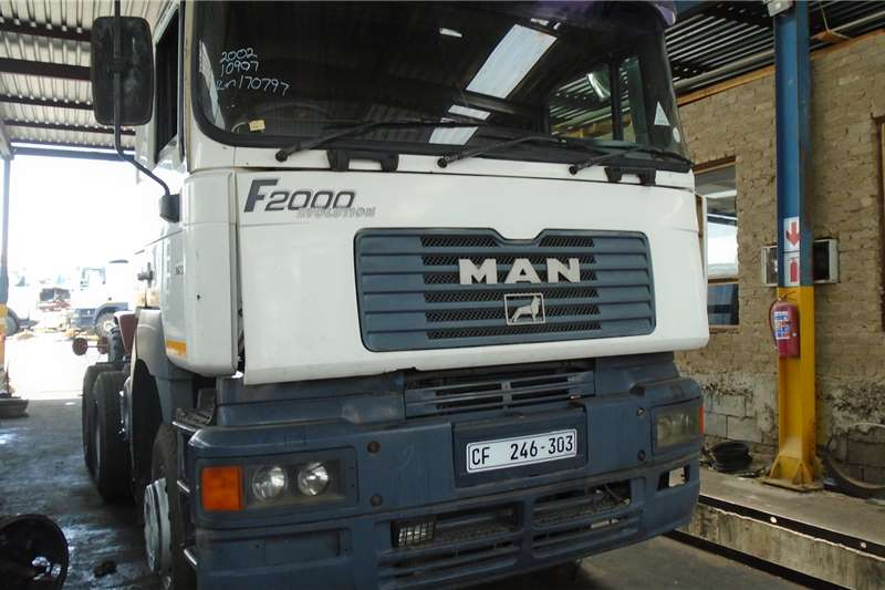 MAN Truck-Tractor Double axle 27 464 2002