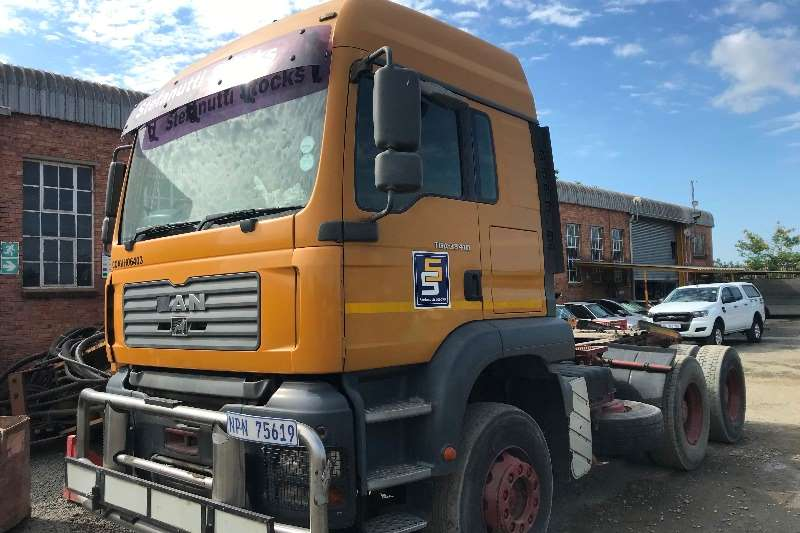 MAN Truck-Tractor Double axle MAN TGA 33 410 6X4 WITH WINCH ( Engine Problem) 2006
