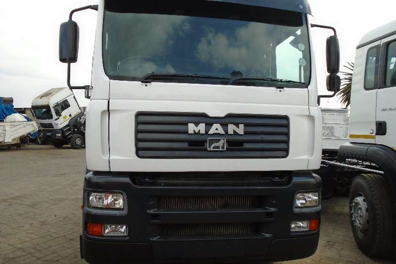 MAN Truck-Tractor Double axle TGA 26 410 2004