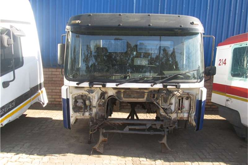 MAN Truck-Tractor F2000 Cab