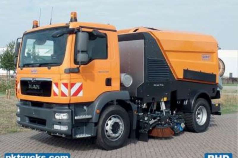 MAN Truck-Tractor Single axle 18.240 TGM BB AT L+R 4X2 EURO 3 SCHMIDT SWEEPER 2017