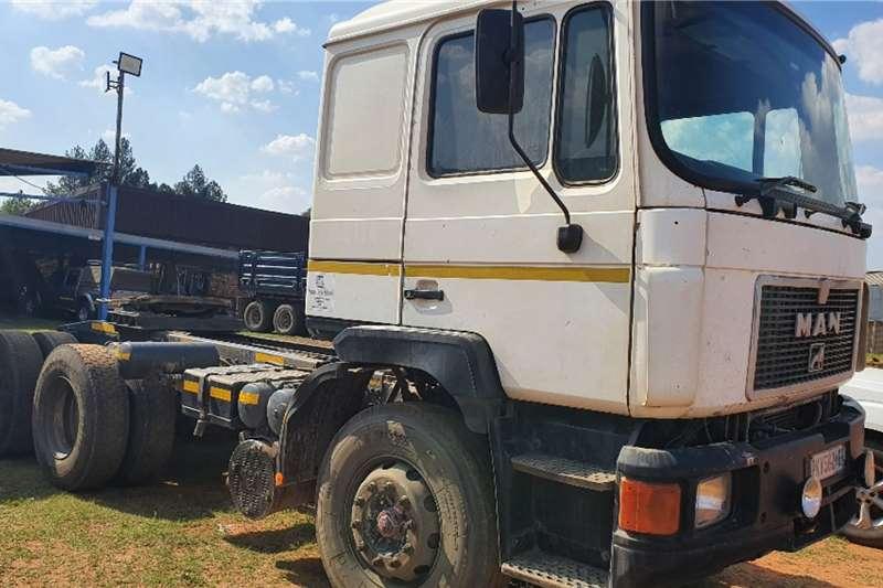 MAN Double axle F90 (402T Intercooler) Truck tractors