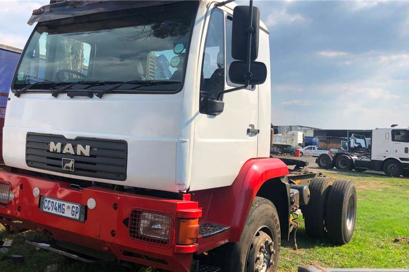 MAN Truck Tractors Single Axle m2000 2005