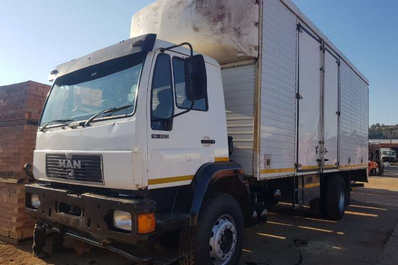 MAN Truck Van body 16.223 2001