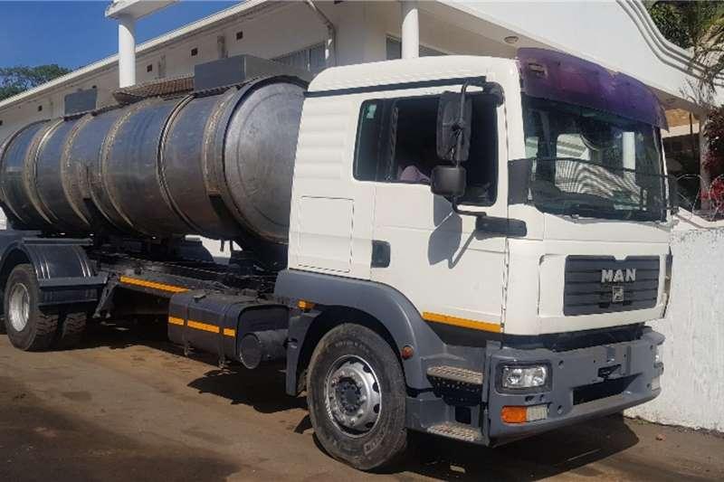 MAN Truck Water tanker 25.280 2007