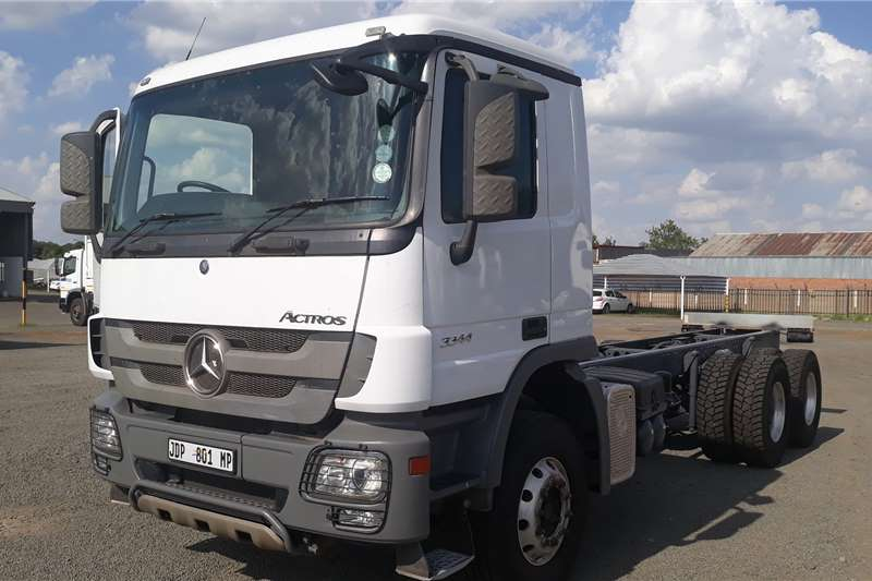 Mercedes Benz Chassis cab trucks Actros 3344/45 2014