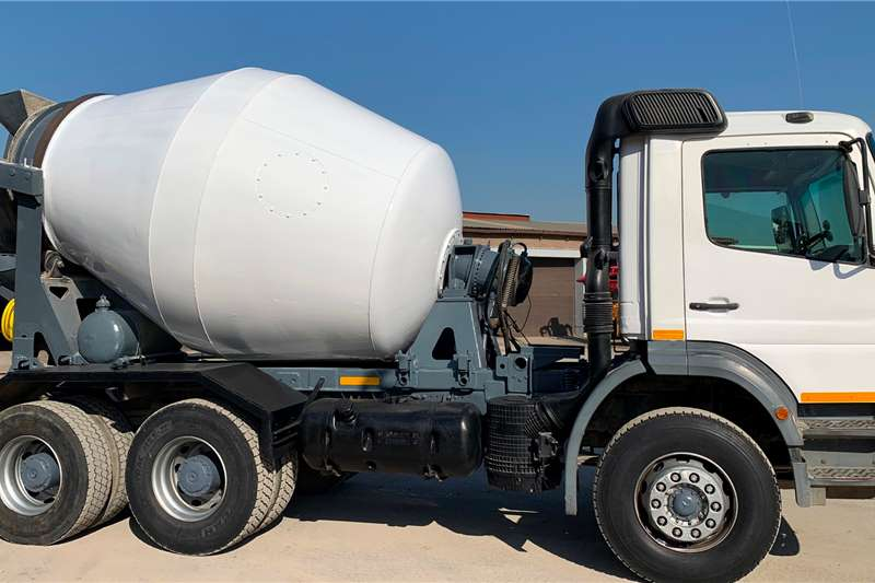 Mercedes Benz Concrete mixer trucks 2628 Atego 6x4 6 Cube Mixer 2001
