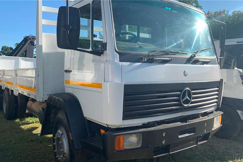 Mercedes Benz Crane trucks 1997 MERCEDES BENZ RIGID CRANE 1997