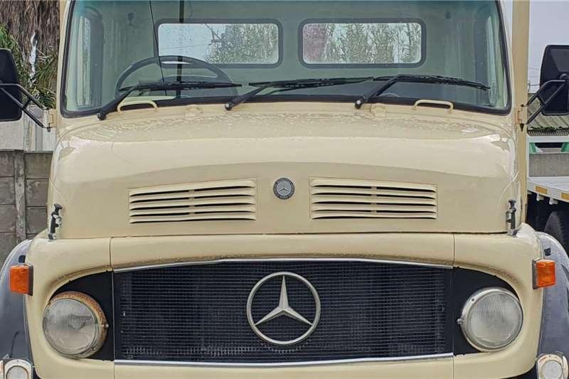 1996 Mercedes Benz  Drop side With Crane