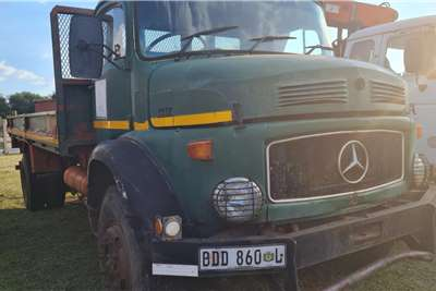 Mercedes Benz Merc 1517 4 x 4 Dropside trucks
