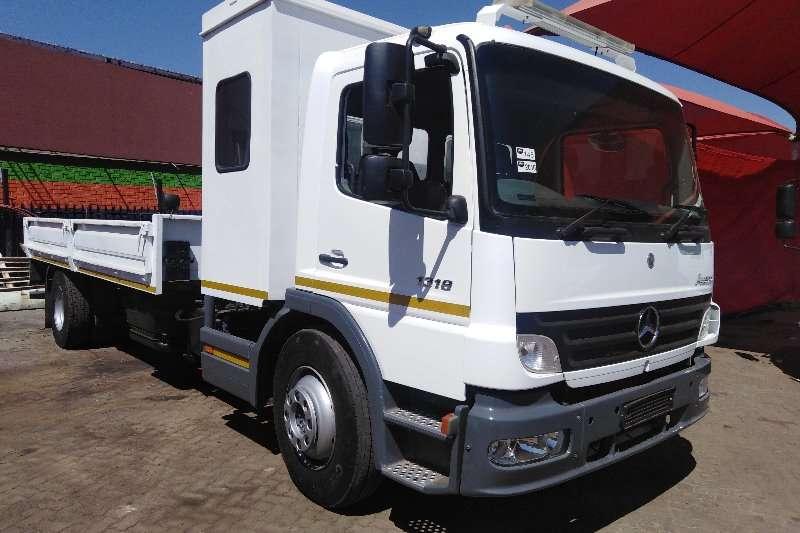 Mercedes Benz Rollback trucks 1318 ATEGO ROLLBACK WITH CRANE 2010