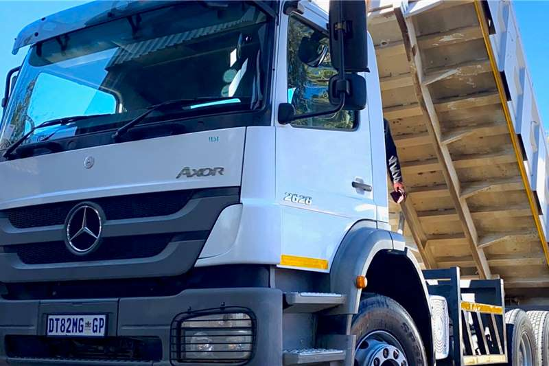 Mercedes Benz Tipper trucks MERCEDES BENZ 2628 AXOR 10 CUBE TIPPER 2017