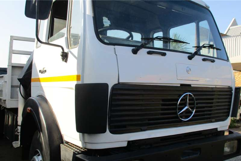 Mercedes Benz 26 24 Ridgid Crane 9 ton Truck
