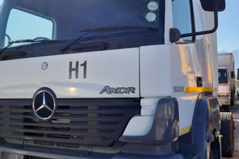 Mercedes Benz Truck Chassis Cab 2005 Mercedes Benz Axor 1835 single axle 2005