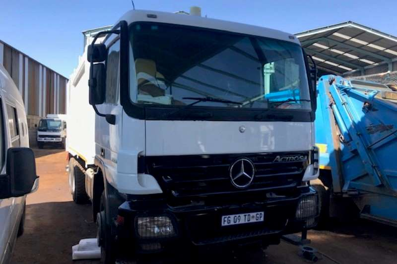 Mercedes Benz Truck Compactor Merc 3331 with Heil 5000 compactor 2005