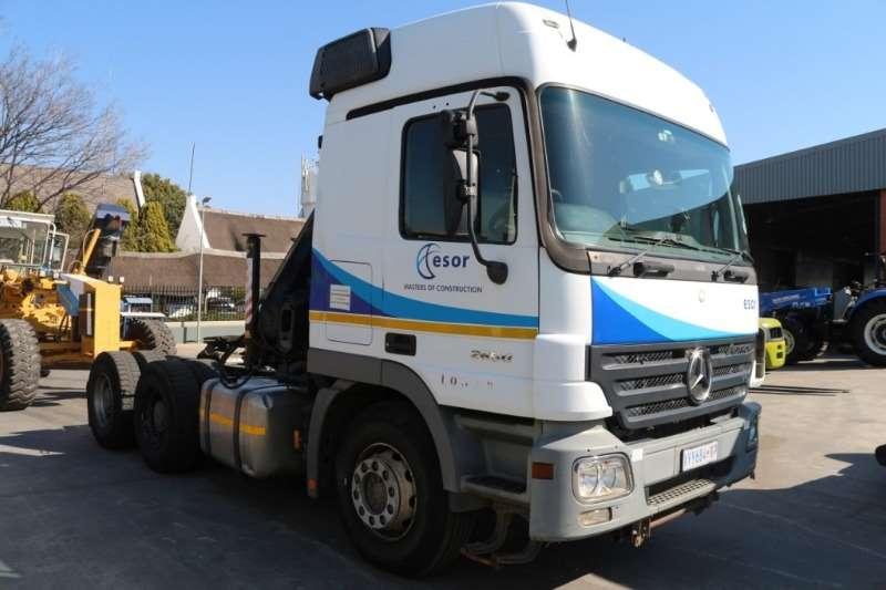 Mercedes Benz Truck Crane truck 2650 6x4 with Hiab Crane 2009