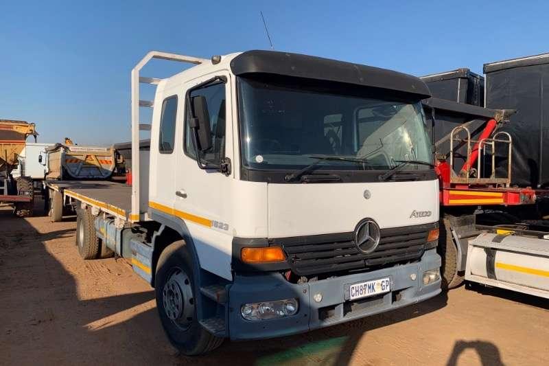 Mercedes Benz Truck Flat deck ATEGO 1523 WITH 2003 HENRED UNDERSLUNG TRAILER 2002