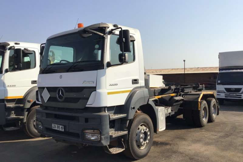 Mercedes Benz Truck Hooklift 2013 Mercedes Benz 3335 hooklift 2013