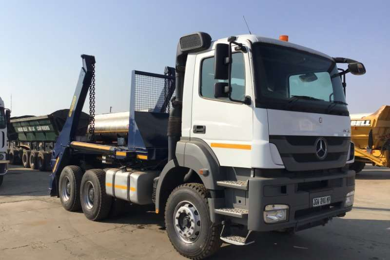 Mercedes Benz Truck Skip bin loader 2013 Mercedes Benz 3335 skip loader 2013