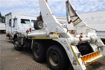 Mercedes Benz Skip bin loader MERC 2628 WITH 16TON TFM SKIP LOADER Truck