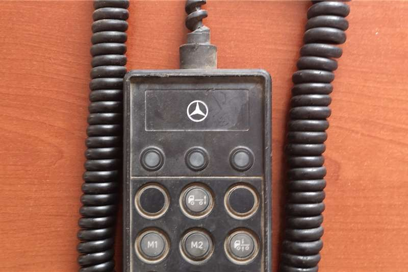 Mercedes Benz Electrical systems Used Air Suspension Controller Truck spares and parts