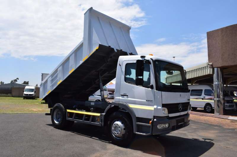 Mercedes Benz Truck Tipping body ATEGO 1517 (6 Cubic) 2007