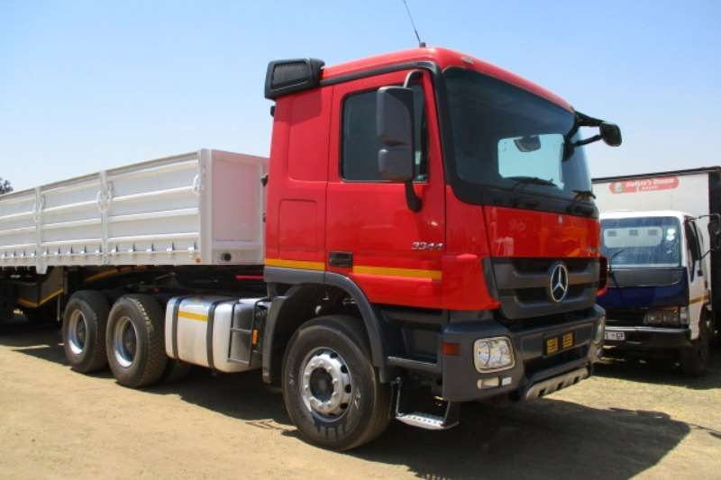 Mercedes Benz Truck-Tractor Double axle MERC BENZ ACTROS 3344 6X4 M/HORSE 2011