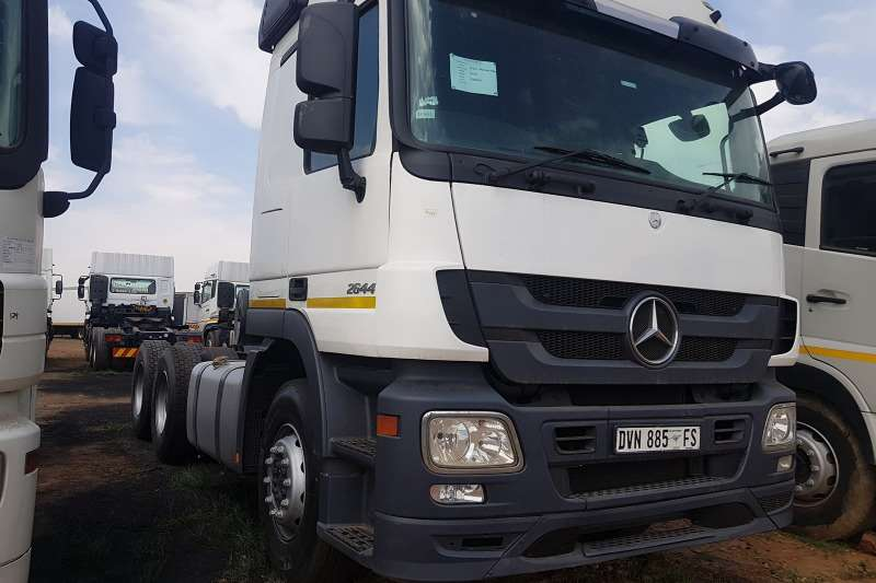 Mercedes Benz Truck-Tractor Double axle Used 2010 Mercedes Benz Actros 2644 2010