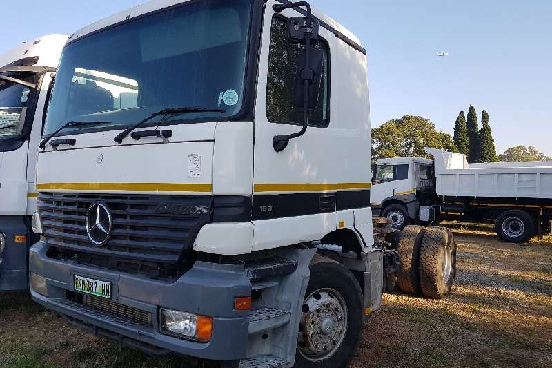 Mercedes Benz Single axle 2000 Mercedes Benz 1831 Actros Truck-Tractor