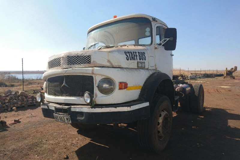 Mercedes Benz Truck-Tractor Single axle Bullnose