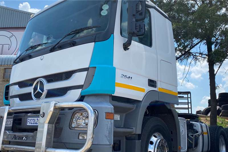 Mercedes Benz Double axle 2017 MERCEDES BENZ 2641 TT 6X4 Truck tractors