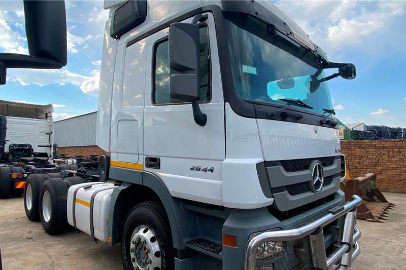 Mercedes Benz Double axle Actros 2644 Ready To Work Truck tractors