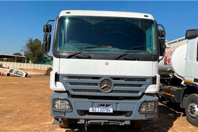 Mercedes Benz Double axle Actros 3340 48 000L Diesel With A Drawbar Truck tractors