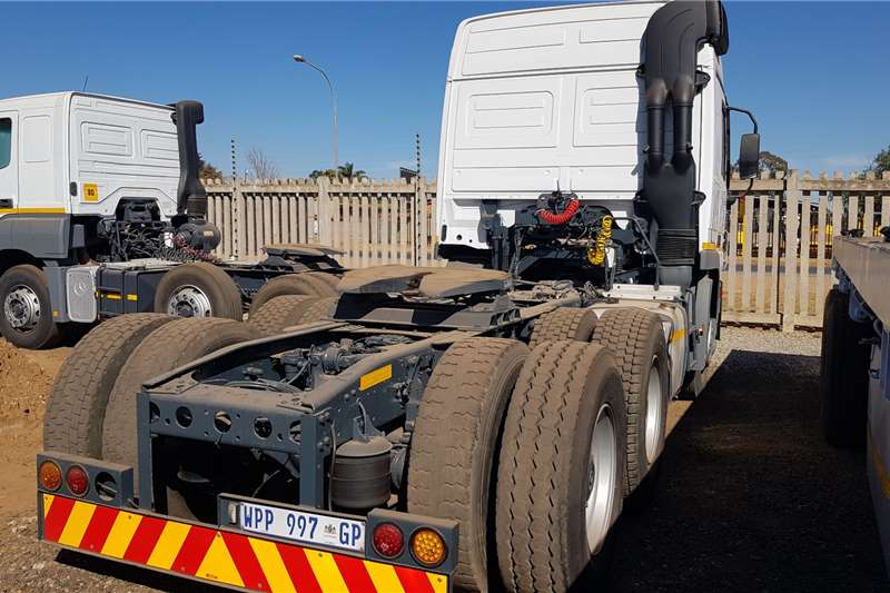 Mercedes Benz Double axle MERCEDES BENZ 2650 6X4 V8 TRUCK TRACTOR Truck tractors