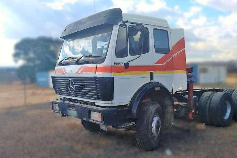 Mercedes Benz Truck tractors MERCEDES BENZ HIAD CRANE 6 TON 1992
