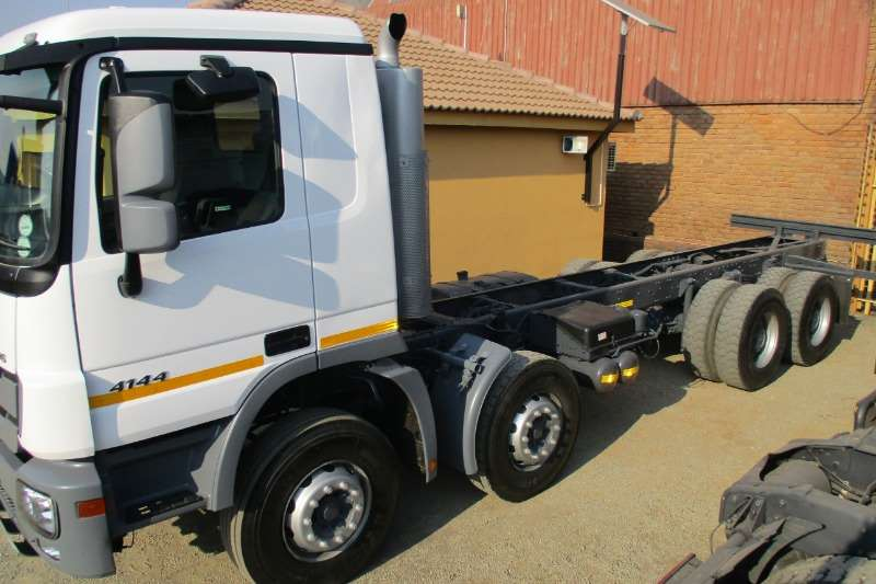 Mercedes Benz Truck Twin Steer 41-44 Chassis Cab 2014