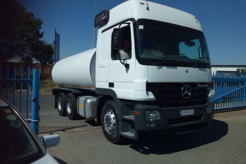 Mercedes Benz Truck Water tanker Actros with new 18000Lt water tank with hydraulic 2003