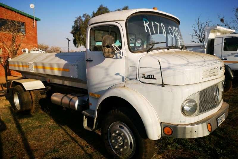 Mercedes Benz Water bowser trucks 911 Bullnose