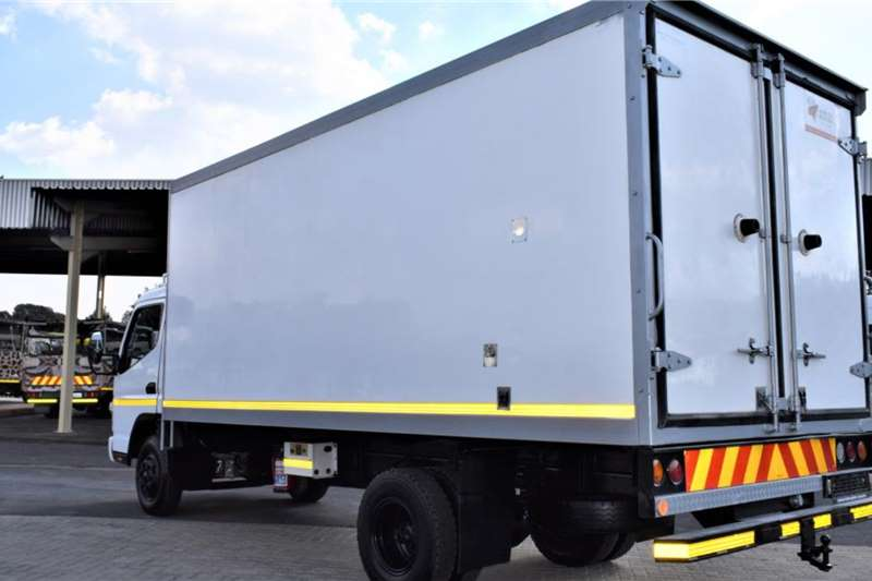 Mitsubishi CANTER FUSO FE7 136 Refrigerated trucks