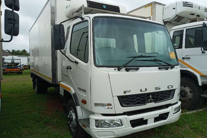 Mitsubishi In Excellent Condition Refrigerated trucks