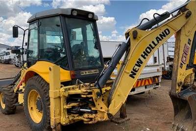 New Holland B90B 4X4 TLBs