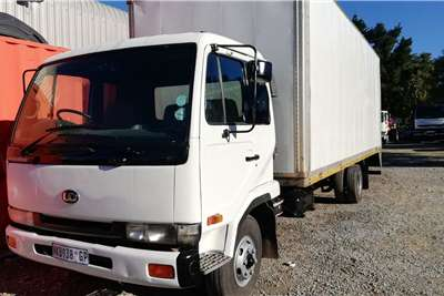 Nissan 2002 Nissan UD 60 Volme Body Box trucks